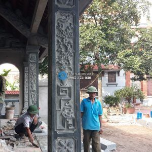 Cột đá nhà thờ họ đẹp được trạm cảnh tứ bình sắc nét, kích thước cột 25cm, cao 217cm.