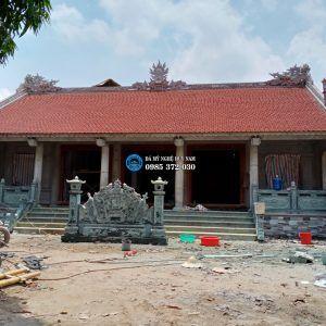 Hình ảnh nhà thờ họ Nguyễn Quý từ góc nhìn trực diện